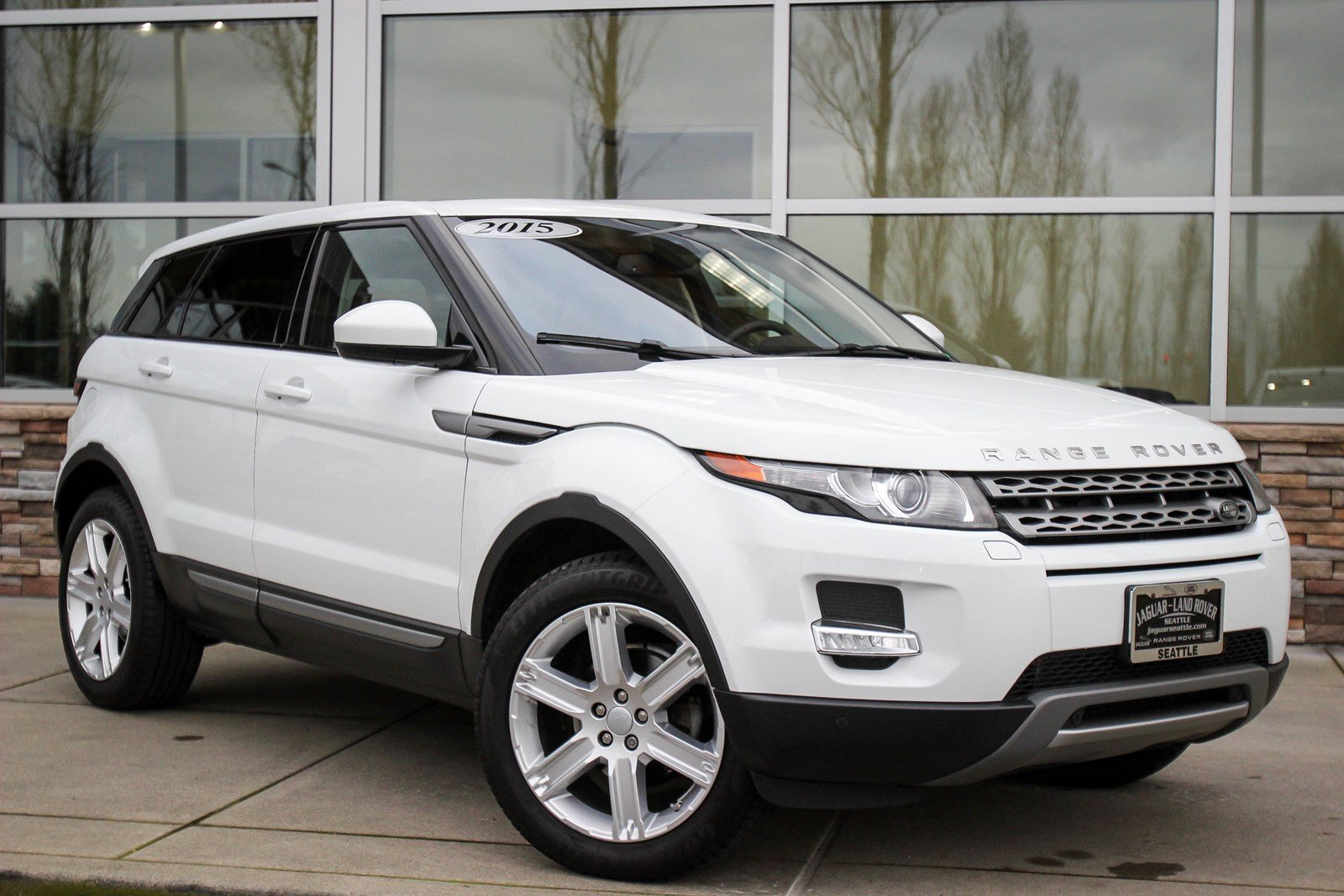 certified pre owned 2015 land rover range rover evoque pure plus sport utility in bellevue. Black Bedroom Furniture Sets. Home Design Ideas